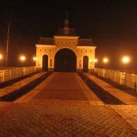 Вечірній вхід до церкви с. Їжівц