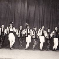 Primii membri ai ansamblului de dans poular Martisor, a.1964