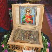 У церкві с.Вікно зберігаються мощі цілителя Пантелеймона