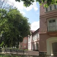 Палац де Зотта і парк улітку