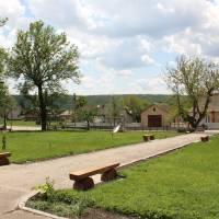 Відпочинкова зона в центрі села