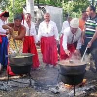 Приготування каші на день села