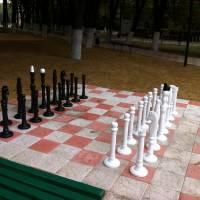 Шахи, виготовлені до Дня міста кодимським майстром