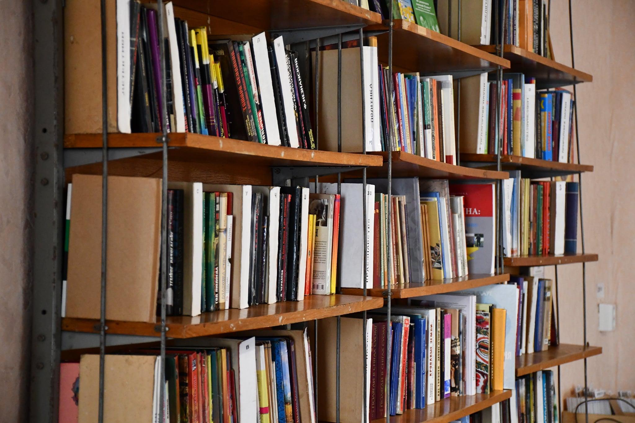 Лікарівська бібліотека радо приймає своїх читачів у новому місці