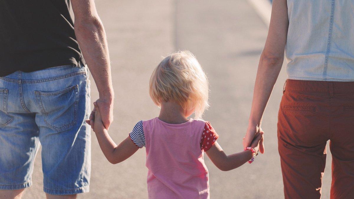 Служба у справах дітей інформує: що необхідно зробити, щоб усиновити дитину