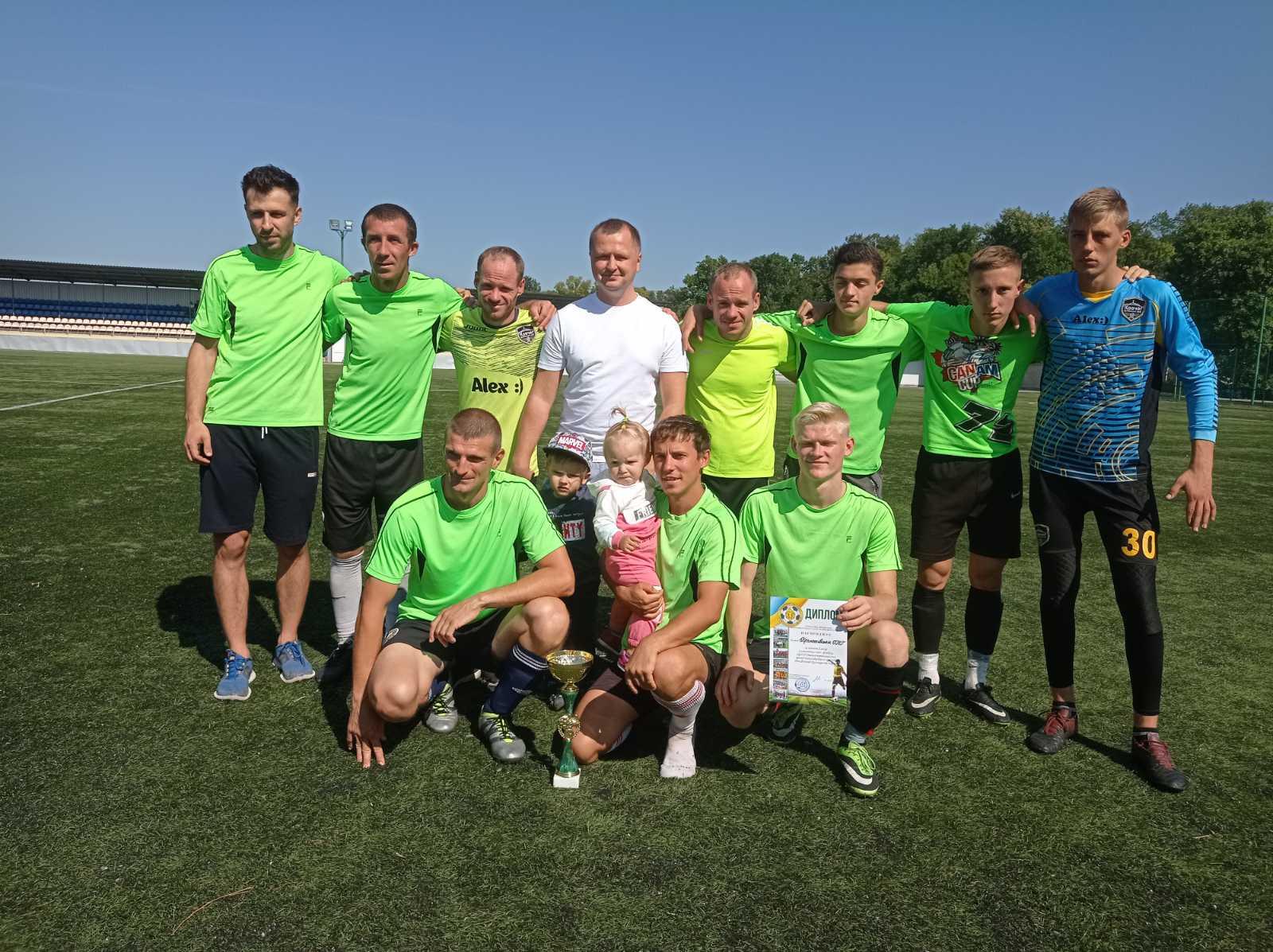 На змаганнях із міні-футболу команда Приютівської громади посіла перше місце