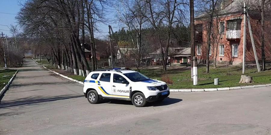 У Приютівській ОТГ поліцейські громади через гучномовці закликають людей дотримуватись карантинних обмежень