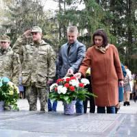 Нам не забути днів війни… У нашій пам`яті вони.   І ті герої незабутні, що з нами йдуть в віки майбутні.