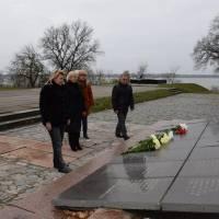 Покладання квітів з нагоди 73-ї річниці визволення України від фашистських загарбників