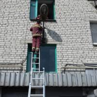 ремонт системи електропостачання та встановлення світильників біля під'їздів по вул.Незалежності,82-а