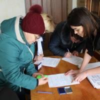 Передача попередніх списків виборців та іменних запрошень дільничним виборчим комісіям