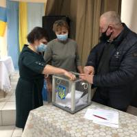 Лічильна комісія опрацьовує результати таємного голосування