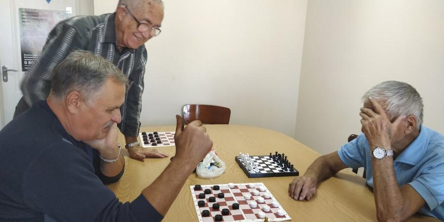 Терцентр запрошує чоловіків пограти в шахи