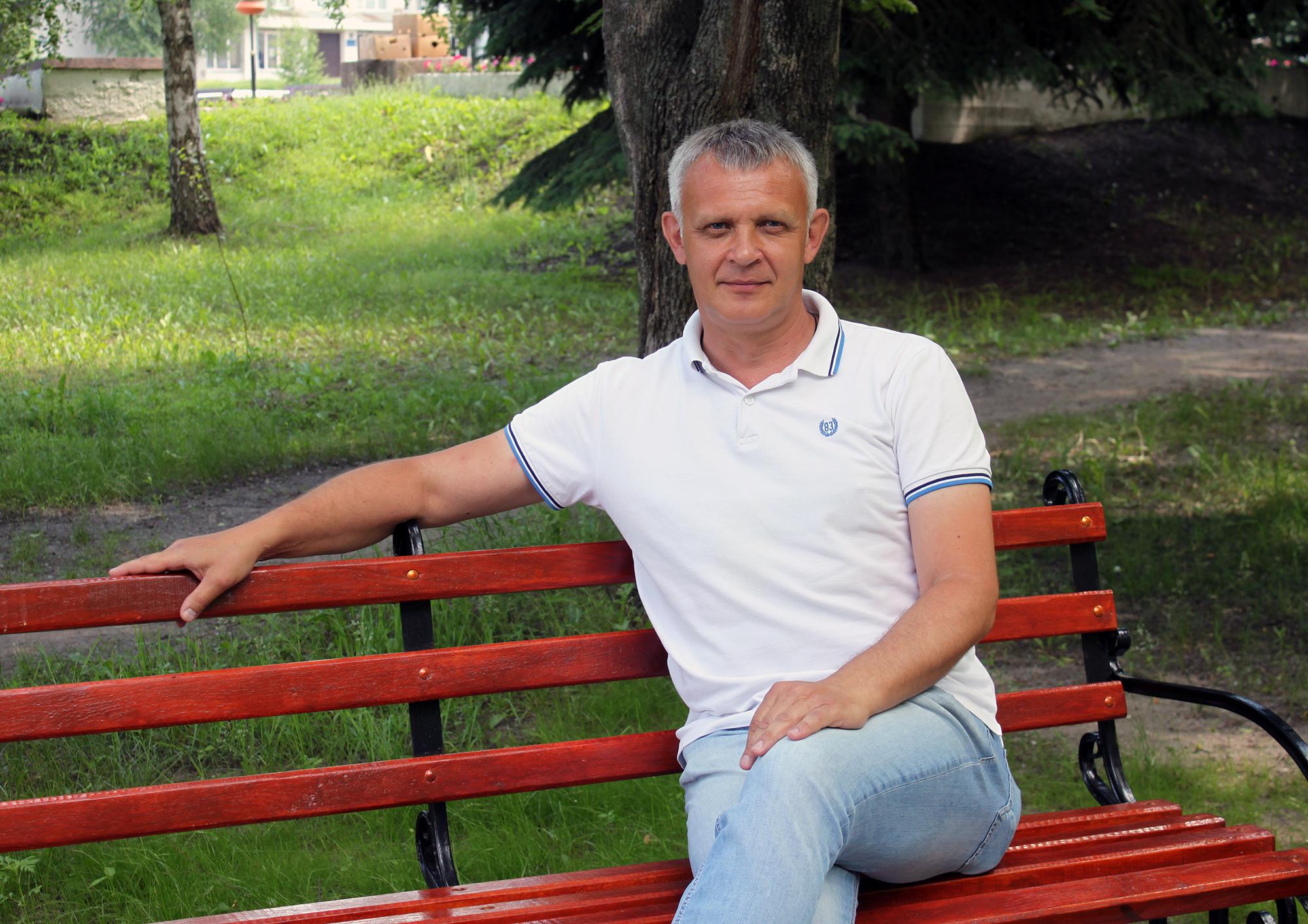 Мартиненко Віктор Петрович, заступника Чутівського селищного голови