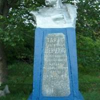 Пам'ятник  Т. Г. Шевченко   в  с. Козельщина