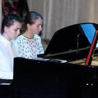 Дует у складі випускників школи Гладченко Дарини та Хворост Анастасії