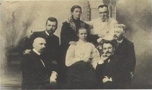 Зліва направо: М.Коцюбинський, В.Стефаник, Олена Пчілка, Леся Українка, М.Старицький, Г.Хоткевич, В.Самійленко