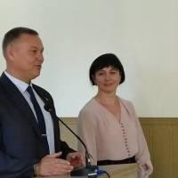 В.о. голови РДА В.Фесенко представляє начальника відділу освіти С.Овсяннікову
