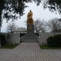 Пам'ятник односельцям, які загинули в роки ВВв, збудований в 1963 р.
