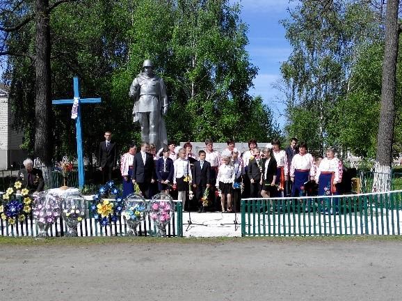 Пам'ятник  загиблим воїнам - односельчанам