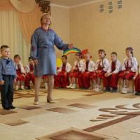Міша Табаченко з бабусею Світланою Сергіївною Сурмик  подарували присутнім пісню