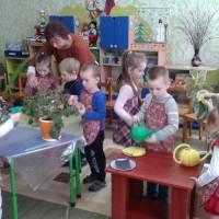 Вчить доглядати за рослинами  Юрчук С.О.