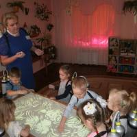 Пірнають на морське дно діти з вихователем Оліфірович Н.В.