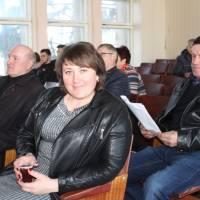На пердньому плані - Пузирівський сільський голова Юлія Жидок