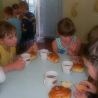 Сніданок в їдальні