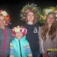 Ковалівські дівчата у власноруч плетених вінках