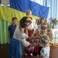 Подарунок діткам старшої групи від гуртківців