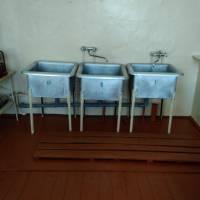 У секторі для миття посуду - нова підлога