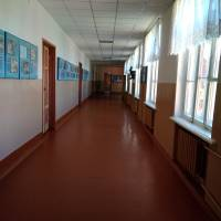 Шкільні коридори ще відпочивають - попереду галасливі шкільні перерви