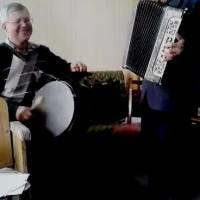 Йому 88, а в душі 18. Чернишу Терентію Івановичу акомпонує на барабані Коваленко Анатолій Федорович