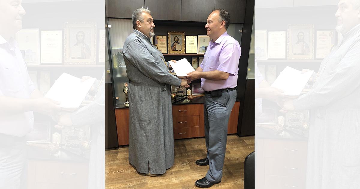 Вручення міським головою документів на землю під церкву