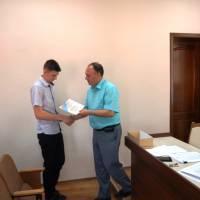 Нагородження Владислава Кравченка, переможця та автора проекту Реконструкція шкільного підвалу під військово-спортивний комплекс Прометей