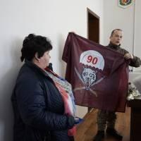 Прапор 90-ї аеро-мобільної бригади матері загиблого героя Віктора Аврамчука