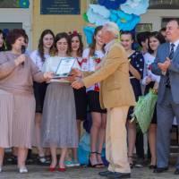 Віталій Дмитрович отримує чергову свою нагороду за високі досягнення на педагогічній ниві