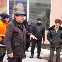 Керівник Великокринківського ККП Василь Бугай пояснює механізм надання послуги з водопостачання комунальним підприємством