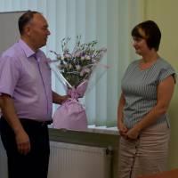 На початку засідання члени виконкому привітали начальника відділу освіти Світлану Надтоку з днем народження