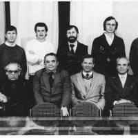 Кручиненко В.Г. в колi своiх друзiв вчених-науковцiв украiнских астрономiв та фiзикiв. 1990-тi роки.
