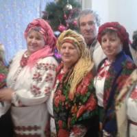 сільський голова Савченко В.В. разом з учаснтками художньої самодіяльності.