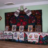 Експозиція  старовинних  ручних  робіт  в  приміщенні Йорданештської сільської ради.
