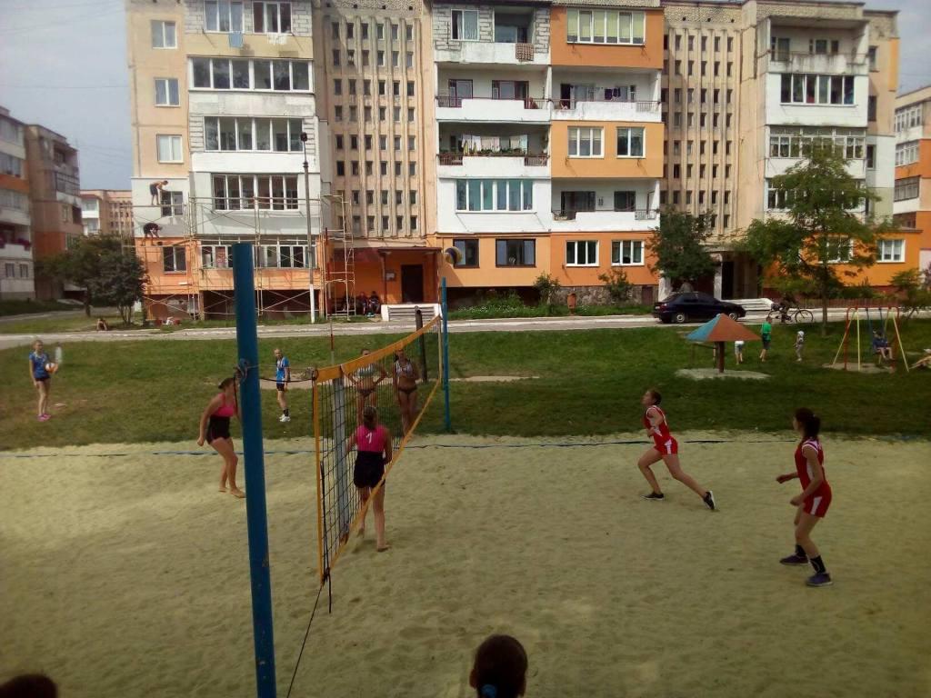 Turnir z voleibolu pliazhnoho sered divchat v Novokalynivskii OTH