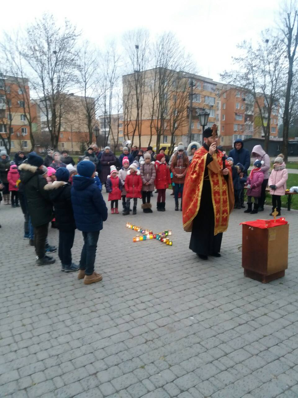 """Aktsiia, prysviachena 85-m rokovynam Holodomoru """"Zapalimo svichku pamiati!"""" Novokalynivska OTH m. Novyi Kalyniv"""