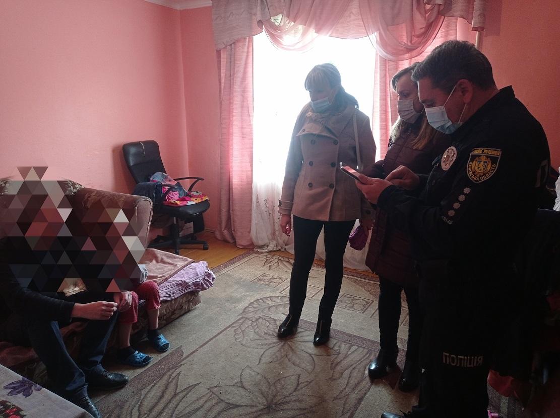 Sluzhby u spravakh ditei Novokalynivskoi TH