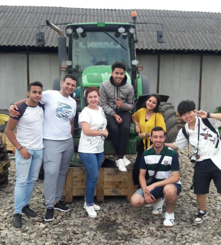 Studenty-volontery z Yehyptu v Novokalynivskii miskii radi-