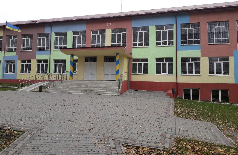 Kapitalnyi remont fasadu shkoly I-II st. v s. Kornalovychi Sambirskoho raionu Lvivskoi oblasti