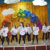 Звітний концерт перед жителями села хореографічного ансамблю Веселка