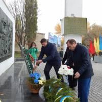 покладання квітів на меморіальному комплексі